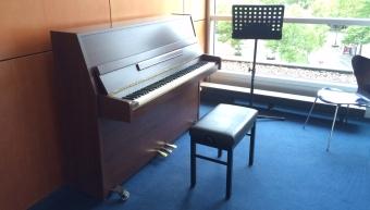 muziekstudiecel met piano